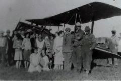 avion dans un champ